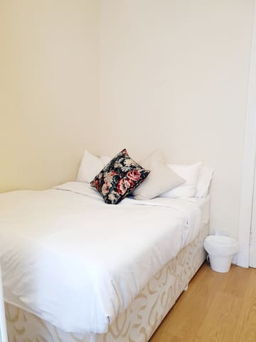 Private Room in Glasgow-11min train to City Centre
