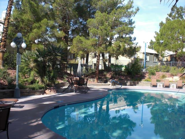Quiet and Cozy condo. Near strip - Las Vegas - Apto. en complejo residencial