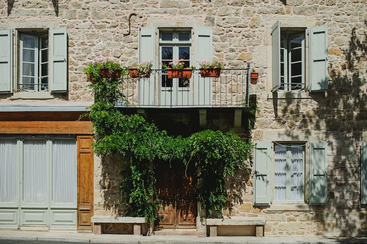Gite Montrozier - rural holiday home