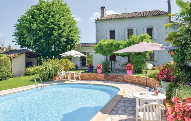 Holiday cottage with 3 bedrooms on 180m² in Monsegur