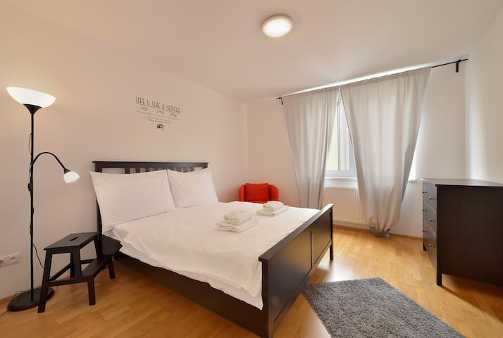 Key-box Check-in 2bed Apartment w/ Terrace