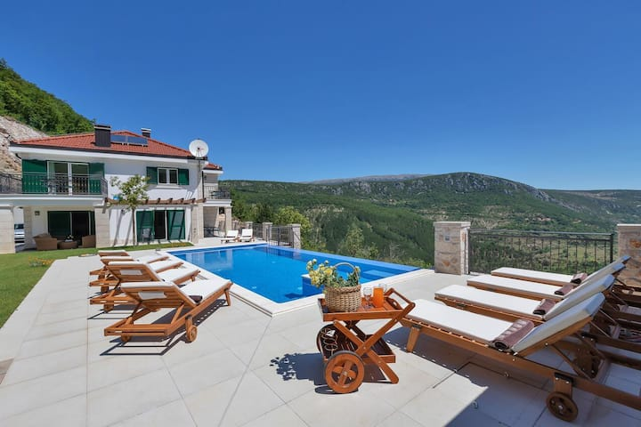 Comfortable and spacious house with terrace Studenci, Zagora (K-18483)