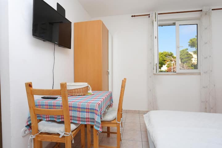 Studio flat with air-conditioning Mali Rat, Omiš (AS-18485-a)