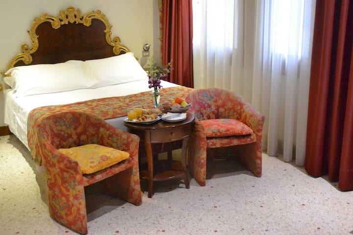 Romantic Venice Experience in SuperiorDouble Room