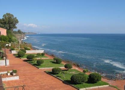 Seaside retreat (rifugio sul mare) - Pozzillo - Appartamento