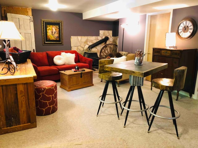 Woodsong Suite and Getaway!