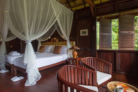 Cruise up from Luang Prabang, Stay in Pakbeng