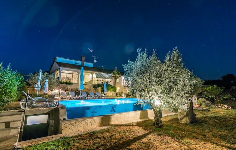Villa Muntrilj - Tinjan