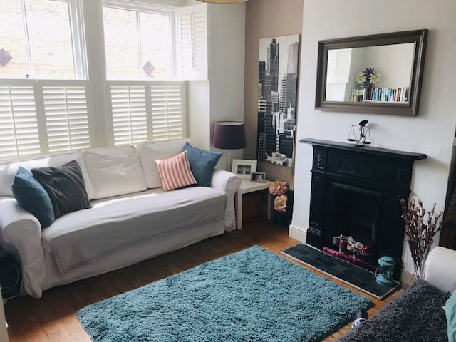 Cosy country-style garden flat next to TW Green!