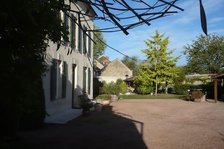 Le Champs du puits - Saint-Pierre-le-Moûtier - Bed & Breakfast - 1