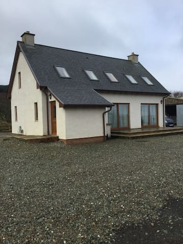 Argyll modern cottage with idyllic sea views.