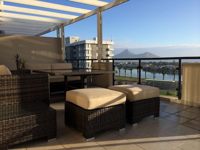 PENTHOUSE OVERLOOKING BEACH & GOLF COURSE - Cape Town - Apartemen