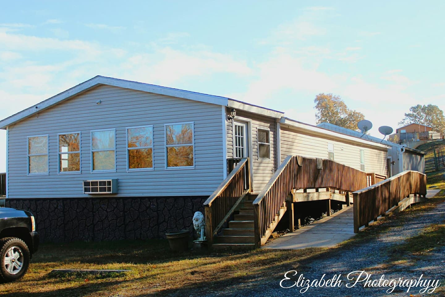 Handi-Retreat  247 Hwy 375 E. Mena Arkansas:  Sorry we are booked every week until April, This is one of our must requested vacation rentals by Work Crews, ATV trail riders, and families!