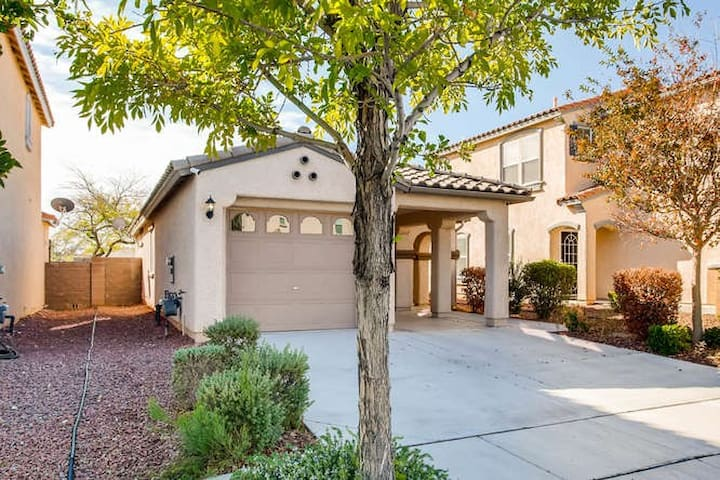 Location! Location! Minutes to Downtown Summerlin