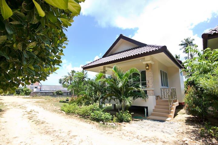 New 1 Bedroom House Near Maenam Beach