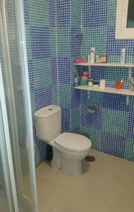 Dormitorio con baño independiente. - Alhaurín de la Torre