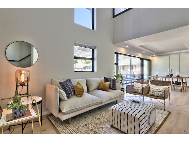 Beautiful Space with views of Lions Head