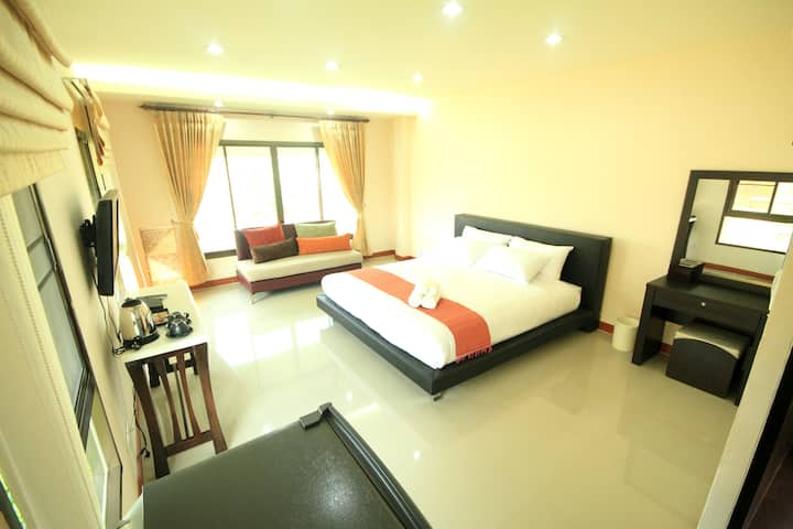 Deluxe rooms near the airport,Universities