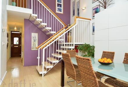 Modern City Centre House near Eyre Square -Parking - Galway - Maison