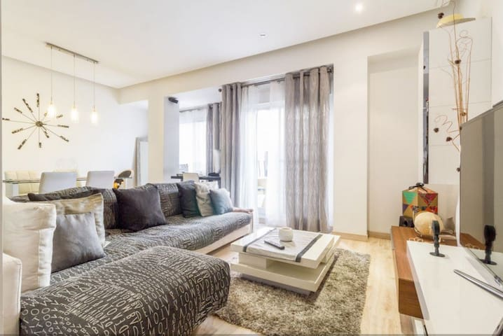 Two bedrooms, two bathrooms apartment in Vienna