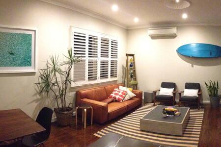 Beautiful coastal apartment in leafy location - Rose Bay