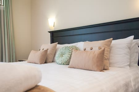 Here & Now Guesthouse Luxury No 2 - Umhlanga - Bed & Breakfast