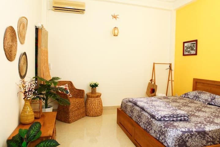 P11 Rustic Style & cozy room 15'  to Airport
