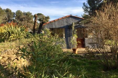 Maisonnette studio en pleine campagne