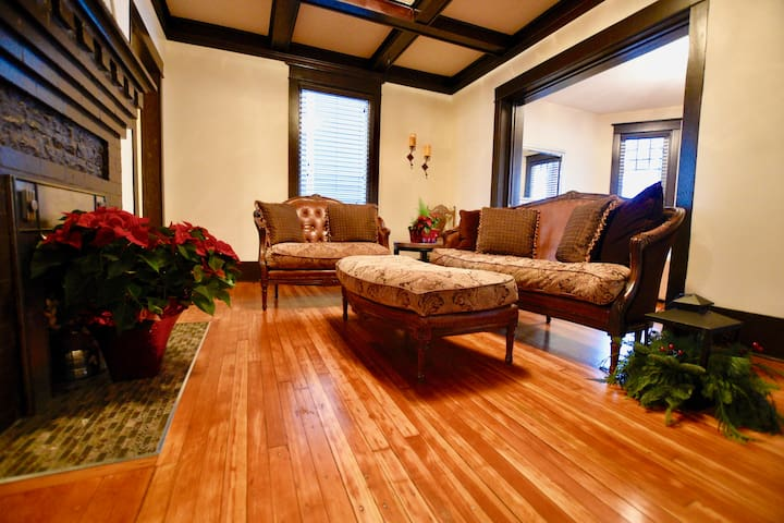 ENTIRE 3BR CHARACTER HOME 17TH AVE / RED MILE