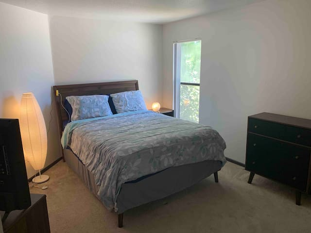 Studio City private room with bath Sept. Special