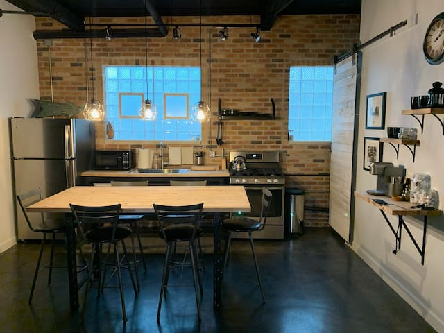 Lakeview Loft Vintage Chicago Modern Amenities