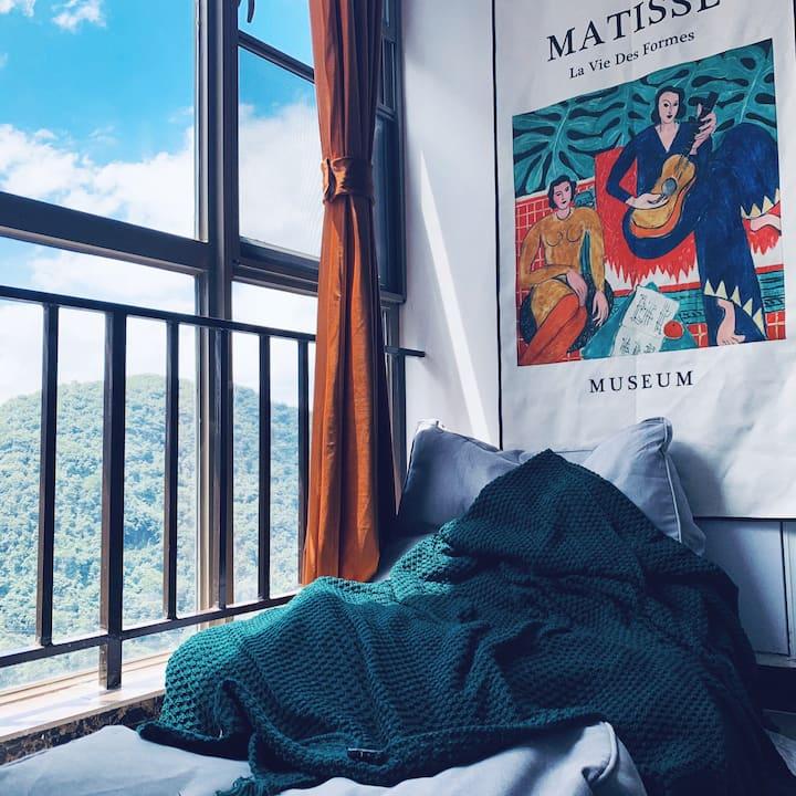 马蒂斯的假期,轻美式复古房间,乳胶床垫,交通便利,花果园风雨桥旁,距离网红白宫仅三站路。