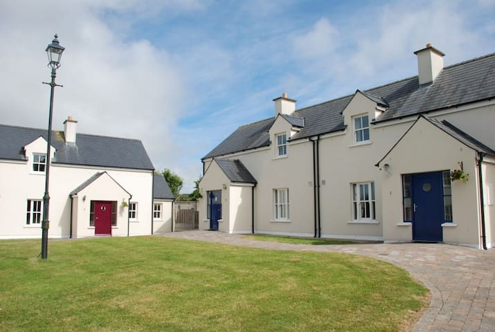 Seanachai Holiday Cottages, Dungarvan, Co. Waterford - 3 Bedroom Sleeps 6 - Dungarvan - 一軒家