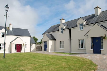 Seanachai Holiday Cottages, Dungarvan, Co. Waterford - 3 Bedroom Sleeps 6 - Dungarvan - House