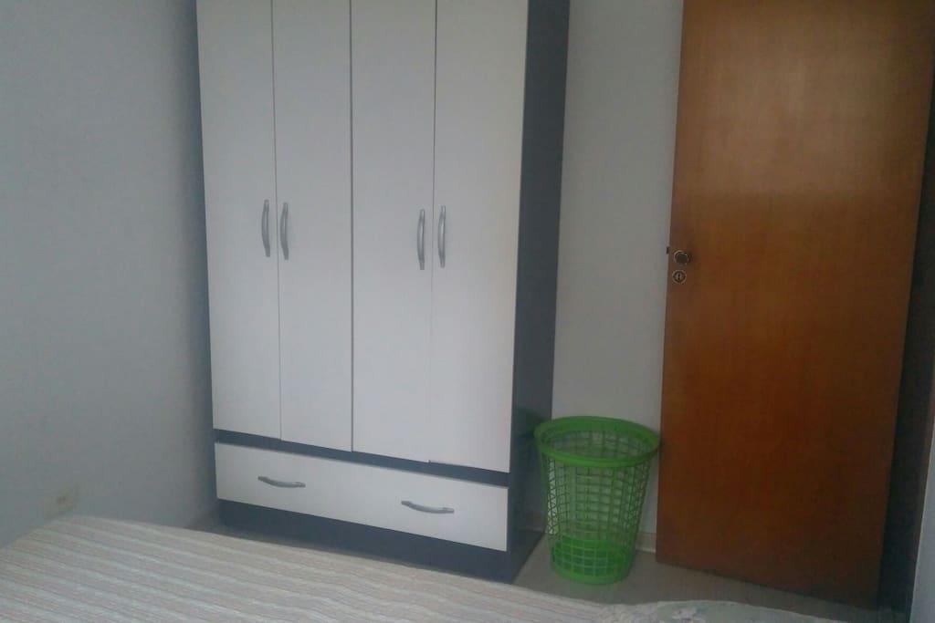 Guarda-roupa do quarto