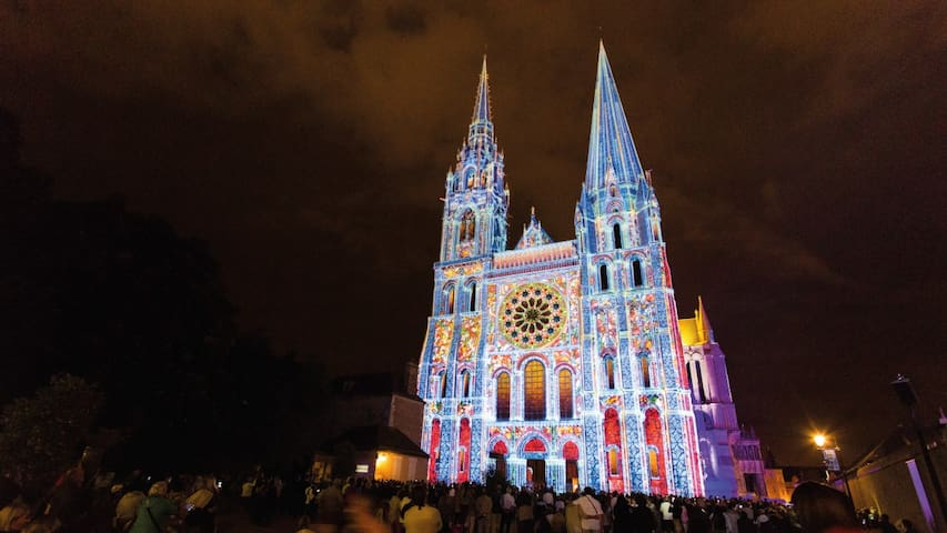 Guidebook for Chartres