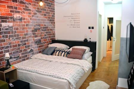 Loftly - Modern Central Apartment in Novi Sad
