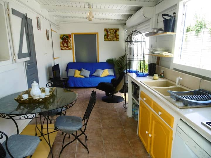 Bungalow with one bedroom in Sainte-Rose, with private pool, enclosed garden and WiFi - 4 km from the beach