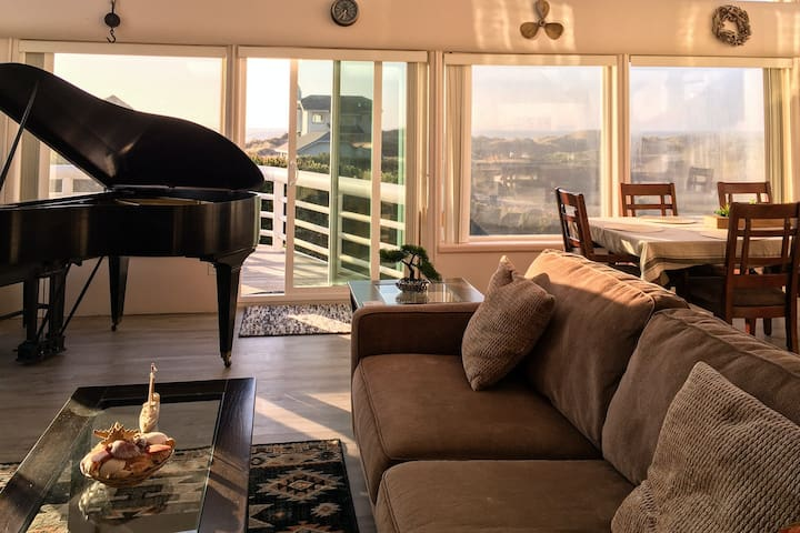 Towering, dog-friendly getaway w/ a full kitchen, furnished balcony, & game room