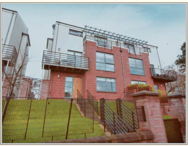 Very Large Spacious 4 bedroom house in Jordanhill.