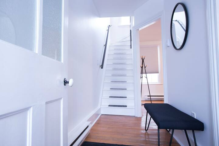 Bright, Sylish Downtown Townhouse w/ Parking