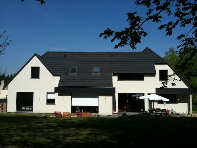 Maison spacieuse et récente - Choisy-au-Bac - Rumah