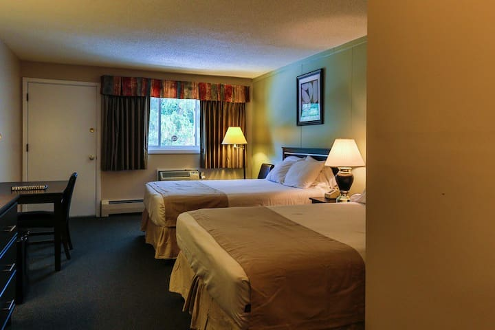 10 mile from Cannon mountain, Breakfast including, Free Wi-Fi, Hot Tub, Pool ,Sauna, Game room