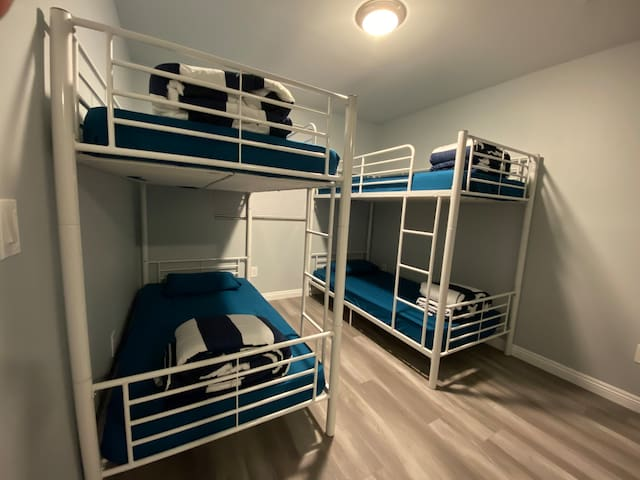 Modern Hostel (share room on 54th st)