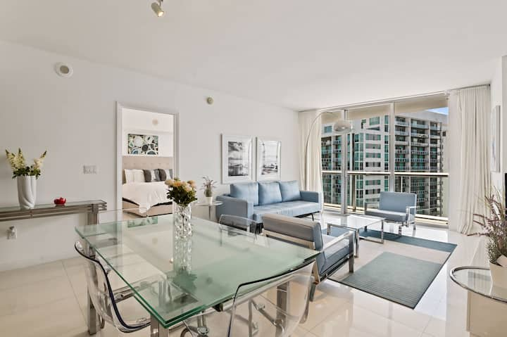 Modern One Bed w/ Incredible City Views @ the W