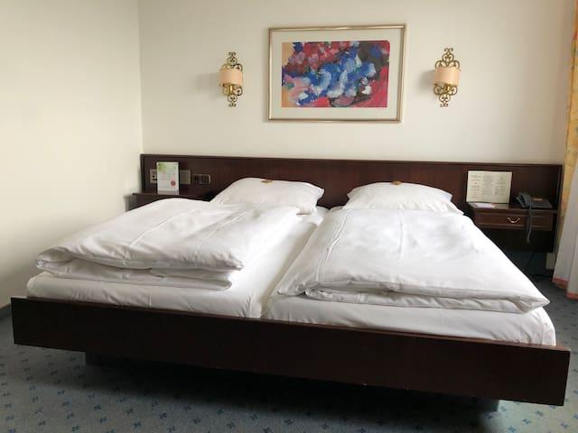 Einzelzimmer in privat geführtem Hotel (2)