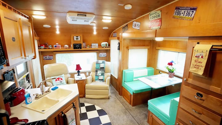 Cute Retro Camper - Perfect Super Bowl Vacation!