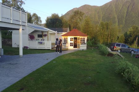 Siverts Hotell - Tomrefjord