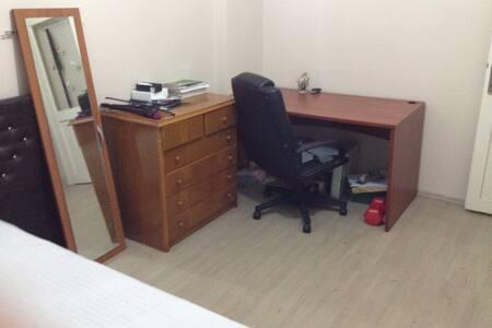 Cevizlibağ - Merter arası konforlu kiralık oda