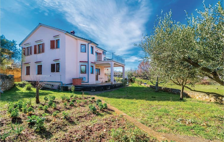 Holiday apartment with 3 bedrooms on 77 m² in Rasopasno